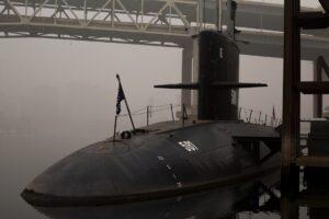Submarino representando la similitud de única vía de entrada entre ellos y los departamentos funcionales de una organización