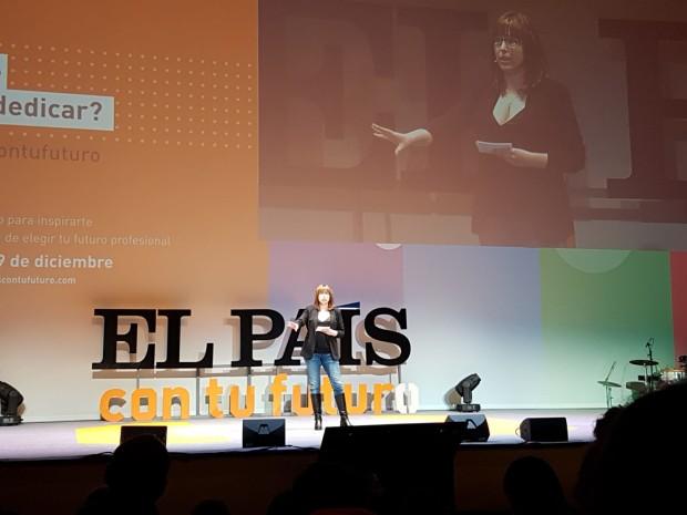 Sandra Navarro en el escenario del evento El País Con Tu Futuro en diciembre de 2018