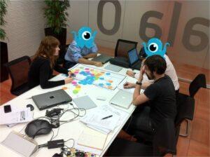 Sesión de trabajo para plasmar una nueva idea de negocio en el business model canvas